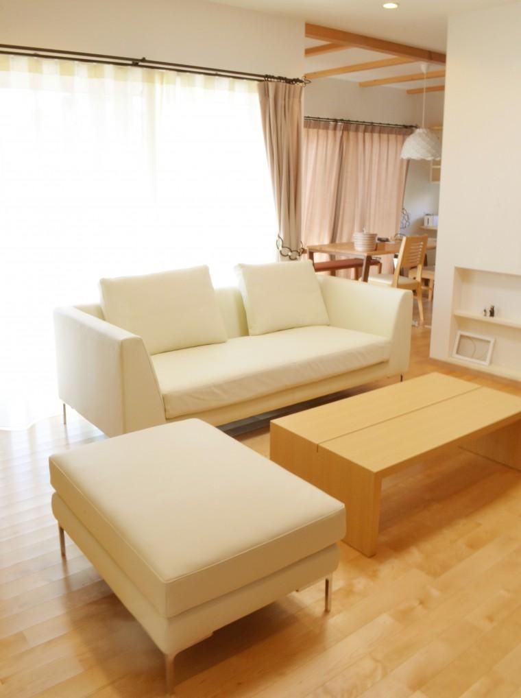 ソファ、リビングテーブル、カーテン納品0