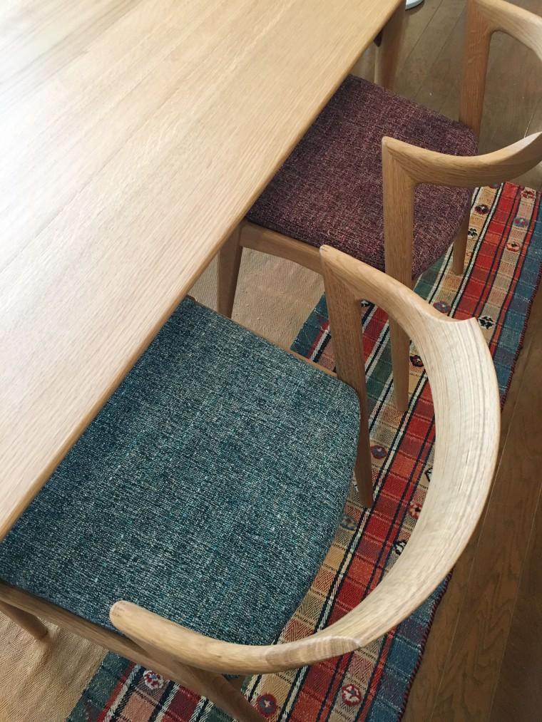 ダイニングテーブル、チェア、ベンチ、一人掛けソファ 納品1
