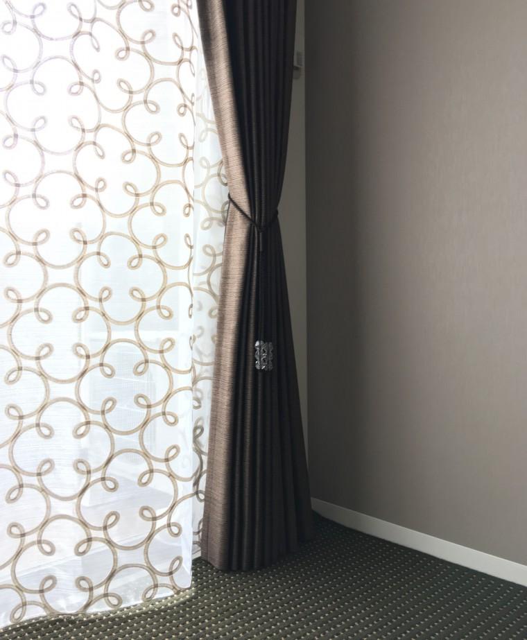寝室のカーテン・カーペット納品1