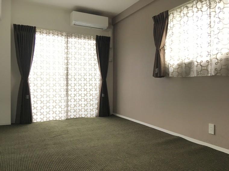 寝室のカーテン・カーペット納品0