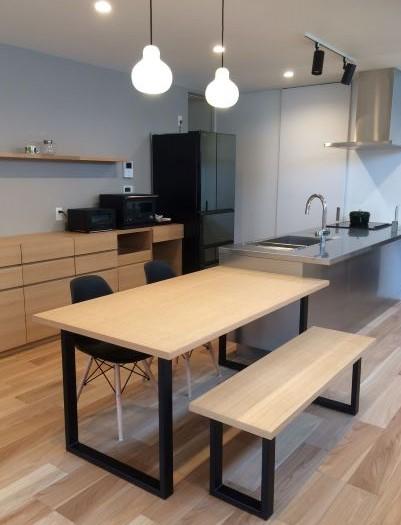 造作ダイニングテーブル・ベンチ、バーチカルブラインド納品0