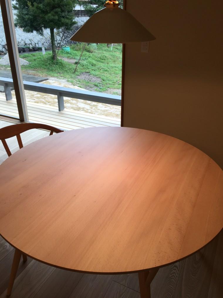 日進木工Forms 丸テーブルを納品1