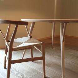 日進木工Forms 丸テーブルを納品2