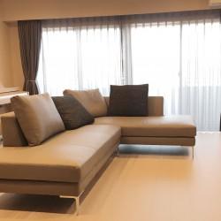 本革ソファとカーテンの納品